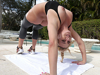 Blonde stunner with fit and firm body Mia has her wet pussy fucked